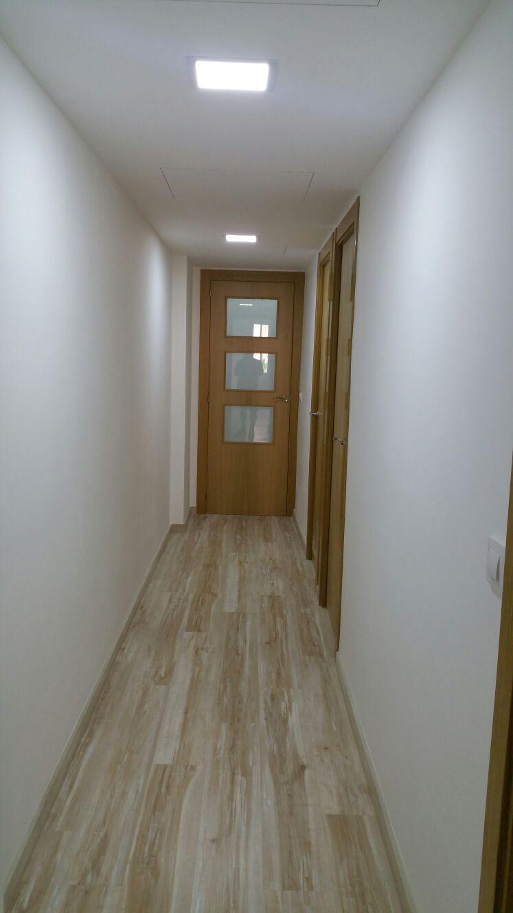 Reformas integrales en barcelona abrera construcci n for Puertas madera barcelona