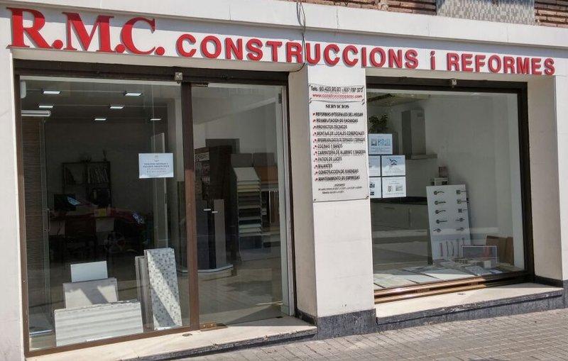 Oficina exposici n construcci n de viviendas y - Exposicion banos barcelona ...