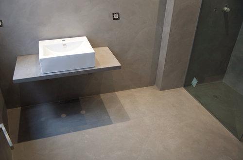 Suelos ideales para utilizar en el ba o construcci n de for Suelos de cemento para interiores