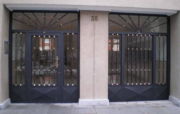 3 motivos para instalar puertas met licas en nuestro hogar for Modelos de puertas metalicas para viviendas