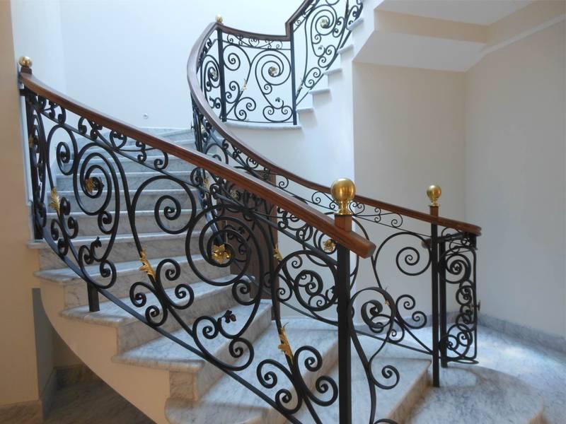 Decoraci n con hierro forjado construcci n de viviendas - Escaleras de hierro forjado ...